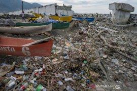 Air pasang bawa sampah plastik Page 2 Small