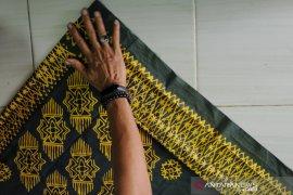 Tanjak dari bahan batik Palembang Page 4 Small