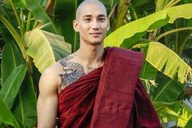 Selebritas Myanmar Paing Takhon dijemput delapan truk tentara
