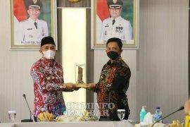 Bupati Lampung Barat sambut baik kerjasama pariwisata dengan Pemkab Pesisir Barat
