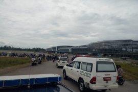 Jenazah dua guru korban penembakan KKB dievakuasi ke RSUD Timika
