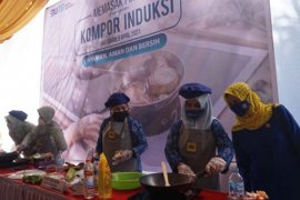 PLN NTB gandeng ibu-ibu kampanyekan memasak dengan kompor induksi