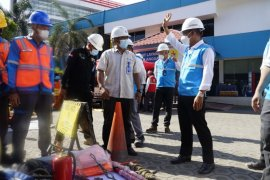 PLN NTB gelar pasukan dan peralatan jaga pasokan listrik selama Ramadan