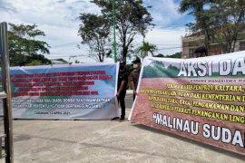 Dua kelompok mahasiswa demo terkait pencemaran sungai di Malinau