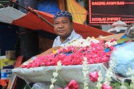 Penjual Bunga di Padang Alami Peningkatan Omzet
