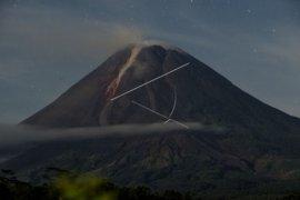 Gunung Merapi mengalami 196 kali gempa guguran