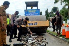 Polisi Majene musnahkan ratusan knalpot bersuara bising
