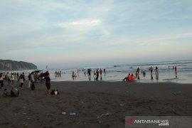 Wisata Pantai Parangtritis Yogyakarta dipadati wisatawan