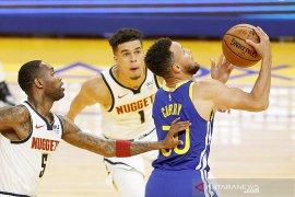 Stephen Curry tuntun Warriors taklukkan Jazz