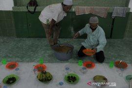 Tradisi bubur masjid Ki Gede Ing suro Page 3 Small