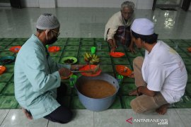 Tradisi bubur masjid Ki Gede Ing suro Page 4 Small