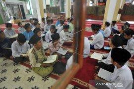 Pandemi COVID-19 tak hentikan pesantren Ramadhan untuk pelajar di Padang