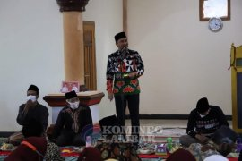 Bupati Lampung Barat ingatkan masyarakat terapkan prokes saat Shalat Tarawih