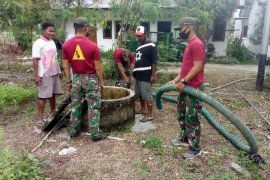 Satgas TNI perbaiki sumur sumber air bersih warga di perbatasan RI-PNG