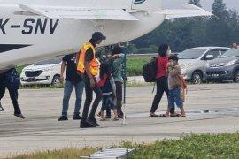 27 Warga Beoga Puncak kembali dievakuasi ke Timika