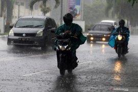 Hujan deras diprakirakan mengguyur sejumlah wilayah