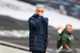 Mourinho prioritaskan empat besar ketimbang juarai Piala Liga