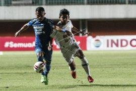 Persib Bandung menundukkan PSS Sleman 2-1