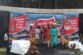 Payakumbuh Fashion and Food Festival diharapkan menggeliatkan ekonomi pelaku ekonomi kreatif