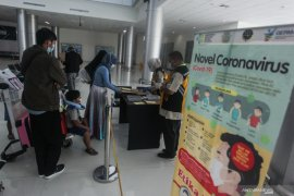 Penumpang menurun dan ditemukan tanpa membawa hasil tes PCR di Bandara Tjilik Riwut