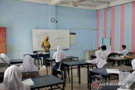 Kadis Pendidikan Kepri sarankan  SMA/SMK di Batam kembali belajar secara daring