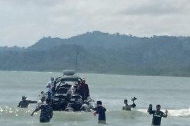TNI AL evakuasi nelayan penjaga rakit terdampak siklon tropis Surigae