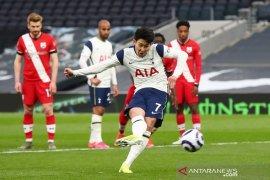 Tottenham membekuk Southampton dalam debut kepelatihan Ryan Mason
