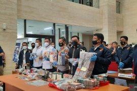 Polri tangani 33 kasus timbun obat dan  tabung oksigen