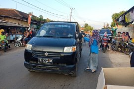 Harlah ke-61, kader PMII Lampung Timur bagi-bagi takjil