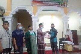 Warga Muaro Sopan Dharmasraya minta perbaikan jalan kepada tim Safari Ramadan