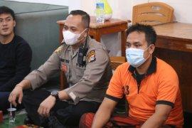 Satresnarkoba Polres Mataram berbagi takjil dan berbuka bareng tahanan