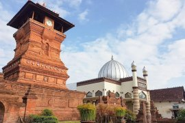 Wisata religi tujuh masjid unik di Indonesia