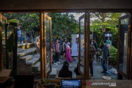 Pameran foto peringati Hari Kartini di Palu Page 3 Small