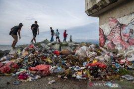 Penumpukan sampah di pantai wisata Talise Palu Page 2 Small