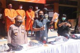 Polda Bali bekuk enam orang pelaku pembobol ATM lintas provinsi