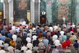 Mahfud MD tampil sebagai pengkhotbah Jumat di Masjid Al-Markaz Makassar