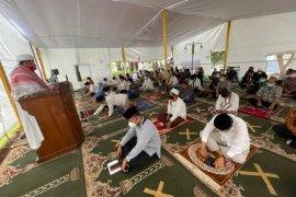 Gema Takbir Iringi Salat Jumat Pertama di Tenda Mesjid At Tabayyun TVM