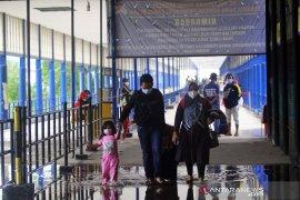 Terminal Pelabuhan Dumai Digenangi Air Page 2 Small