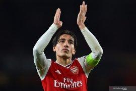Rekrut Max Aarons dari Norwich, Arsenal lepas Hector Bellerin