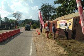 Puluhan kendaraan diminta putar balik di perbatasan Sumbar-Riau