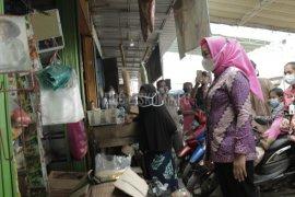 Bupati Tulangbawang cek penerapan prokes di Pasar Unit II