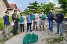 "Kolaborasi XL dan PFI Pekanbaru salurkan bantuan sembako untuk warga ""langganan"" banjir"