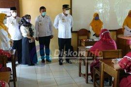 Bupati Lampung Tengah tinjau KBM tatap muka di SMPN 1 Gunung Sugih