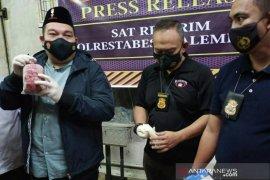 Polisi  grebek gudang ikan berformalin di Pasar Induk Jakabaring Palembang