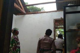 Angin puting beliung terjang rumah warga Lampung Timur