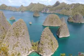 Destinasi wisata Raja Ampat tetap buka bagi wisatawan domestik maupun maupun mancanegara selama masa liburan lebaran