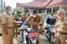 Bupati Lampung Tengah bagikan sepeda motor di lingkup Dinas Pertanian