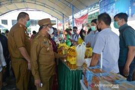 Wagub Sulteng:  Pedagang-pembeli di pasar murah disiplin prokes