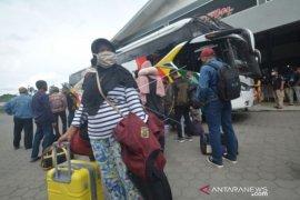 Naik Bus Menuju Pulau Jawa Page 1 Small