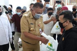 Pemprov Sulut-Baznas-BUMN distribusikan 3.000 paket Ramadhan dhuafa